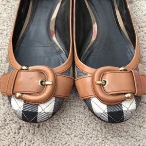 Auth well loved Burberry flats 6.5